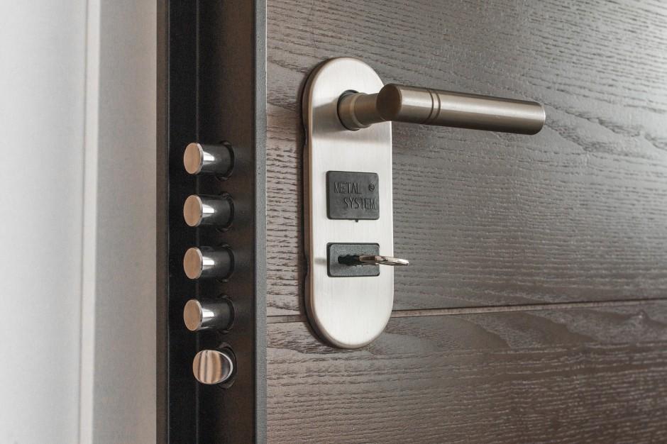 Como asegurar las puertas de casas y negocios contra los robos, Cambios de combinación a cilindros y candados en Tenerife